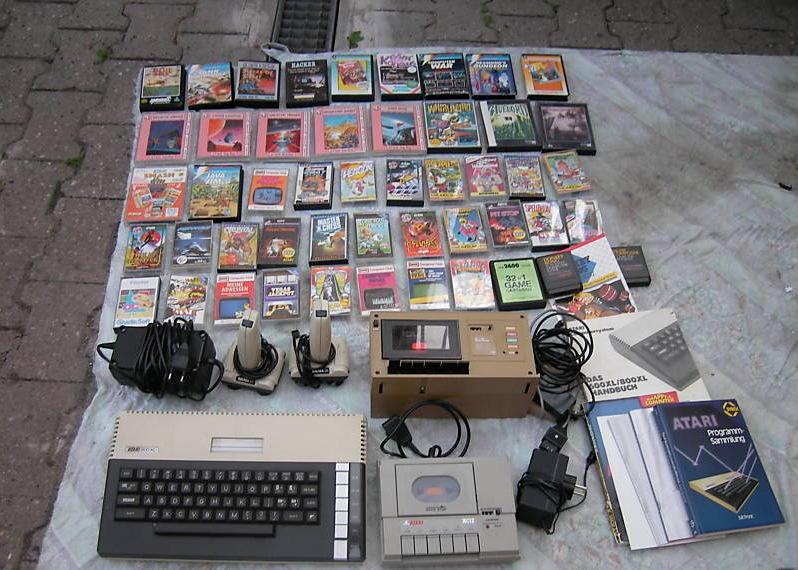 Atari 800 XL mit Datenrecordern und ca. 50 Spielen auf Kassette