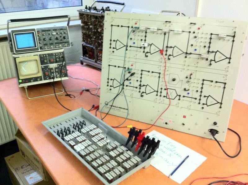 Leybold-Haeraus Ausbildungsanalogcomputer mit Kreisschaltung
