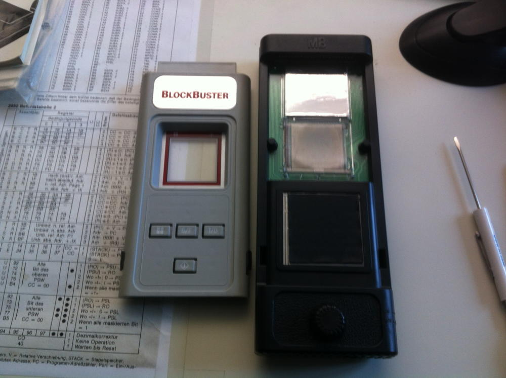"""Die """"nackte"""" Microvision (rechts) und ein Modul (links)"""