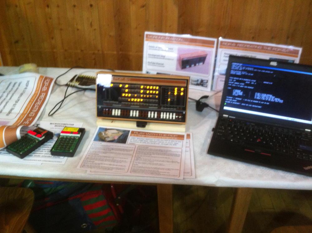 Oskar Vermeulen hat einen PDP-8-Hardwareemulator auf Basis eines Raspberry Pi ausgestellt. Das Gerät wird demnächst bei ihm zu erwerben sein.