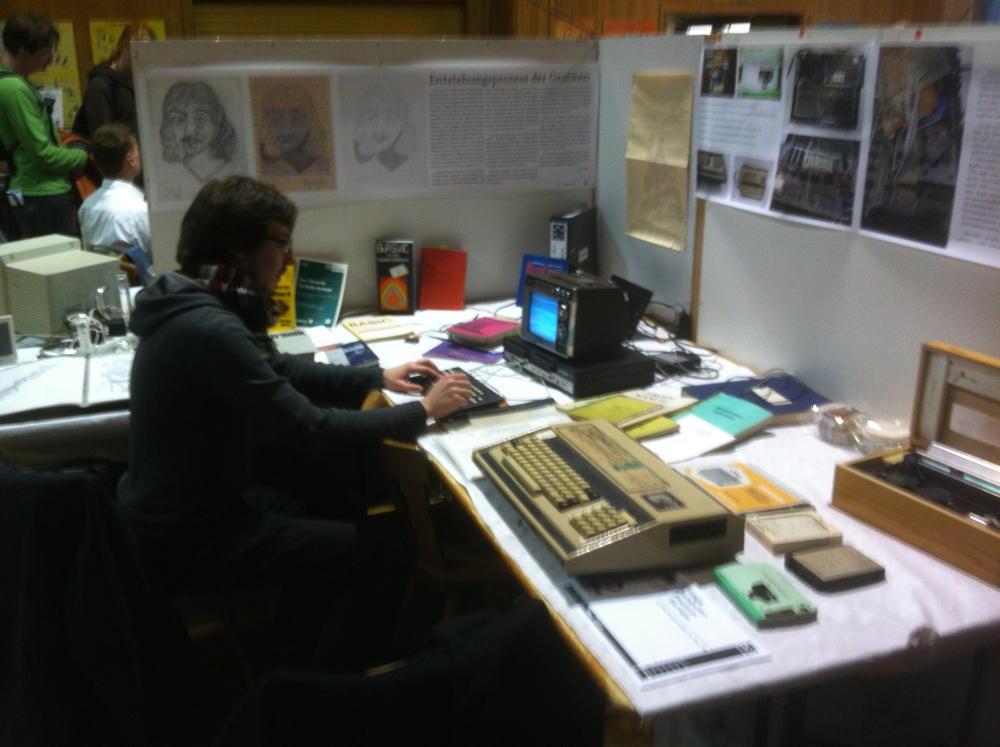 Kollege Maibaum hackt Z80-Assembler auf dem KC-85/3